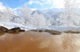 冬天就是要边泡温泉边赏雪!北海道8大赏雪温泉满足你的心愿!
