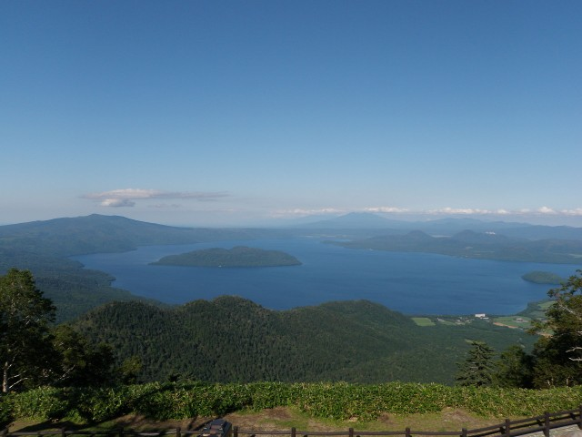Lake_Kussharo_from_Tsubetsu_pass_deck_2009