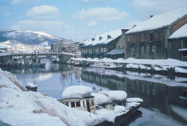 winter in otaru canal