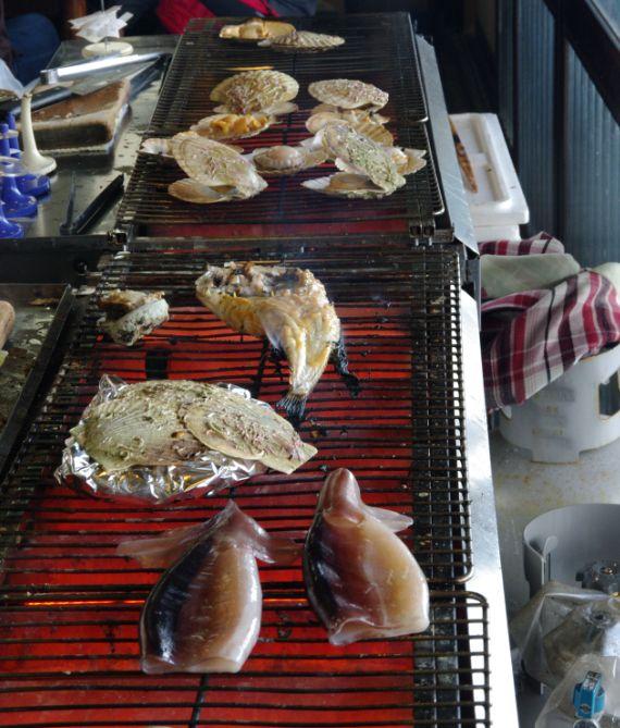 青塚食堂の風景と魚介類