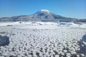 【冬の絶景】阿寒湖・フロストフラワー|天空の楽園に咲く氷の花!