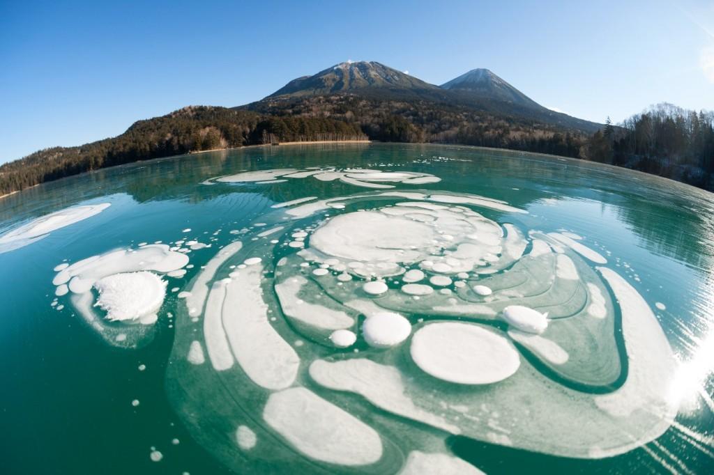オンネトーに張る氷と雪