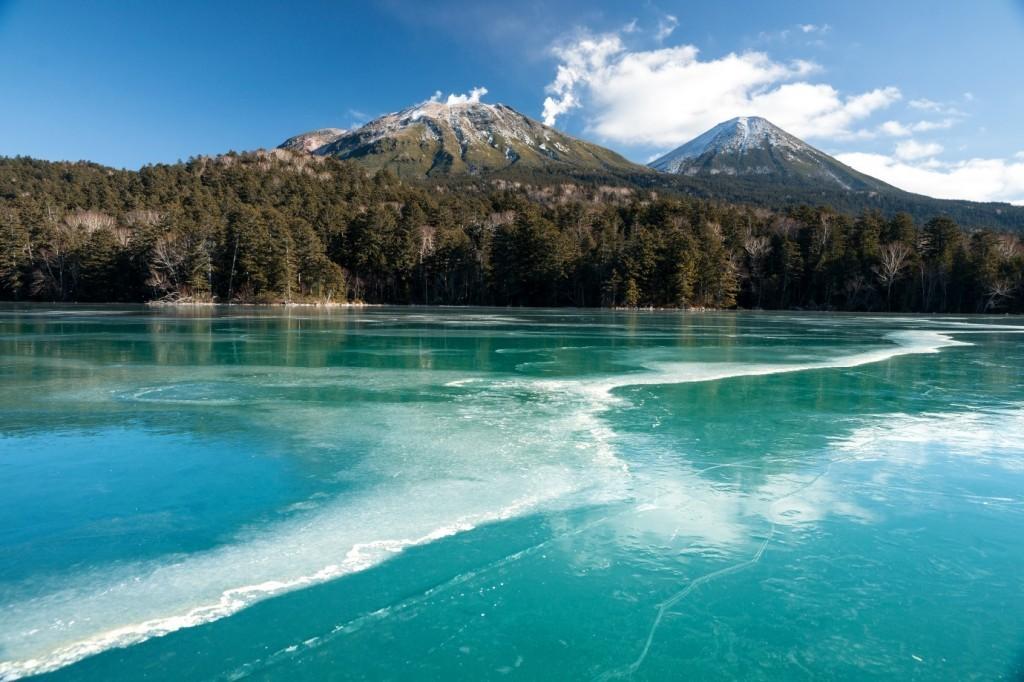オンネトーのエメラルド色の氷
