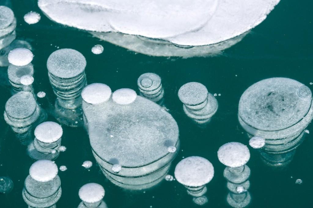 オンネトーの氷に描かれる幻想的な自然の絵