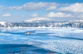 サファイアブルーの絶景!摩周湖が最も神秘的に輝く瞬間|冬の摩周湖