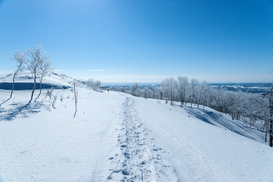 Hiking in the winter of Lake Mashu
