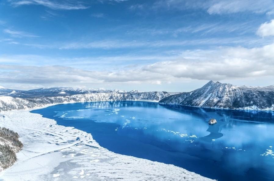 冬の摩周湖の氷結