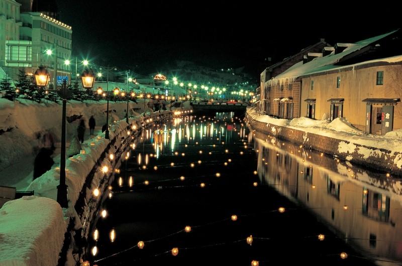 雪あかりの路・燈籠と運河