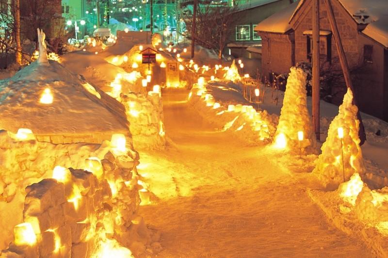 雪まつりの路の風景