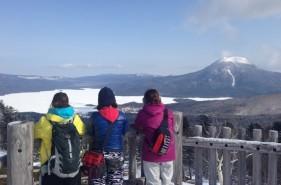 阿寒湖の絶景スポット!白湯山で雪山スノーシュー体験