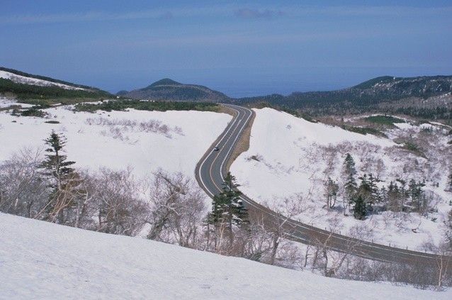 shiretoko-pass-road