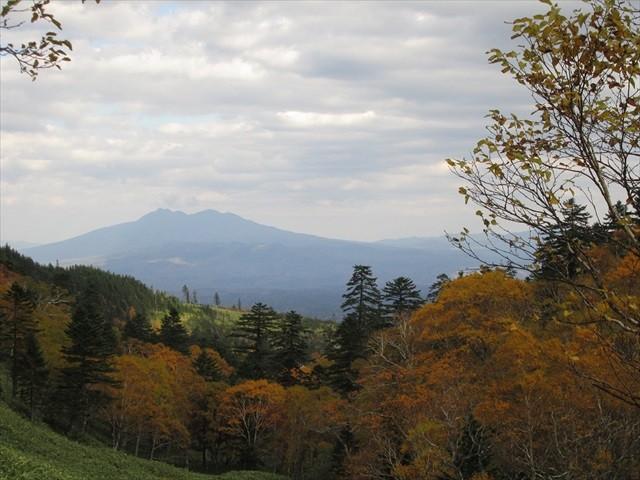 藻琴山から望む斜里岳