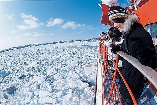 ガリンコ号Ⅱで流氷体験