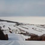 流氷を見ながらスキー?この時期だけの、冬の絶景ゲレンデ2か所!