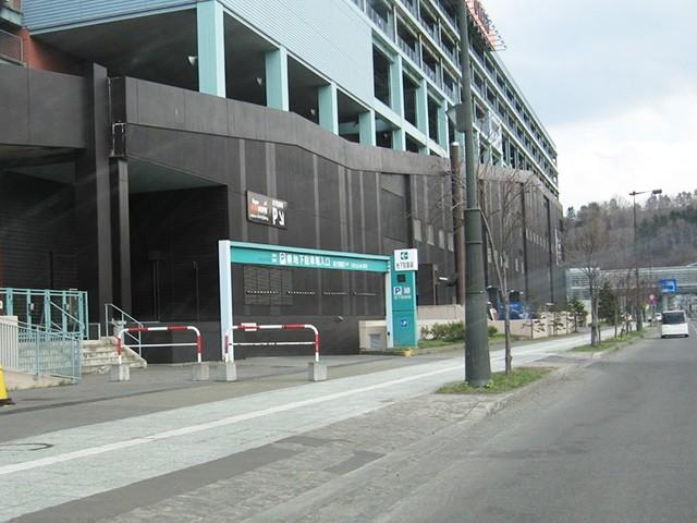 ウイングベイ小樽 駐車場 入口