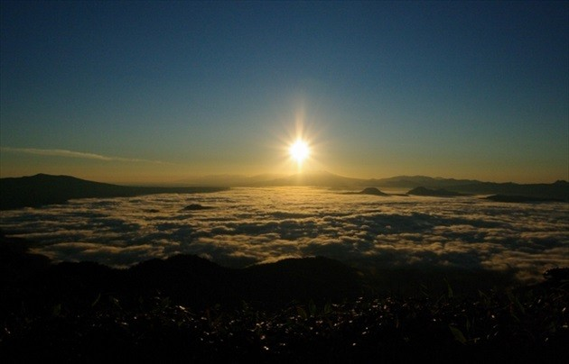 sea of clouds at Tsubetsu Pass