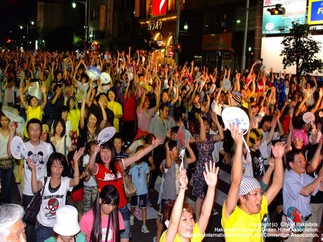 イカ踊り一般参加者たち