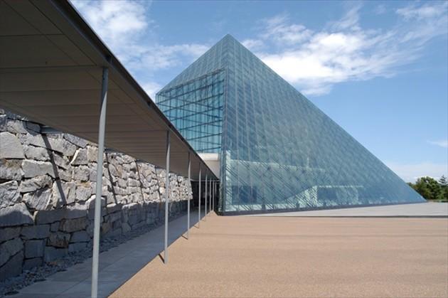 """モエレ公園 ガラスのピラミッド """"HIDAMARI"""""""