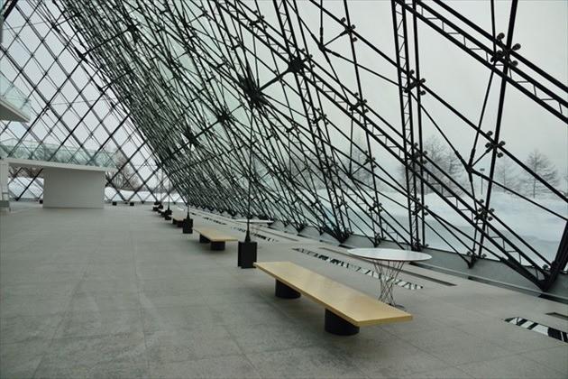 """モエレ公園 ガラスのピラミッド """"HIDAMARI"""" 室内"""