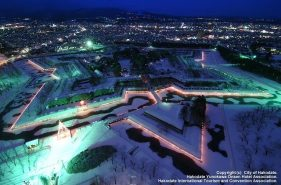 冬の函館に浮かぶ「五稜星の夢(ほしのゆめ)イルミネーション」を歩いてみよう