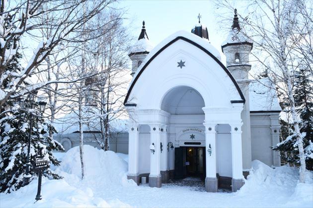雪の美術館外観