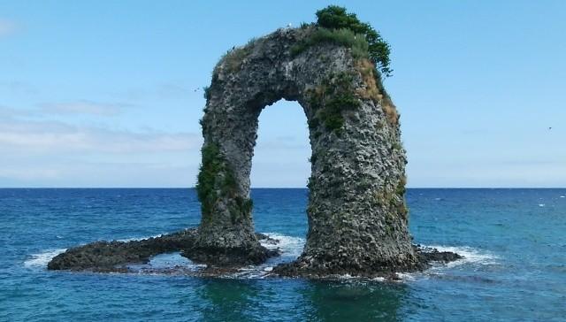 奥尻島の鍋釣岩