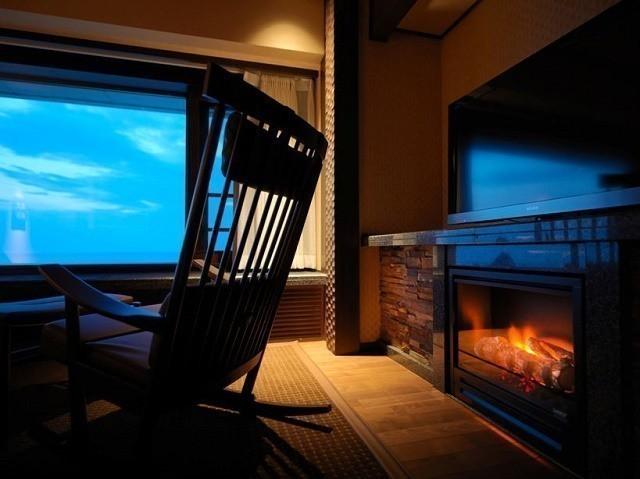 北こぶし オホーツク倶楽部 ロッキングチェアと暖炉