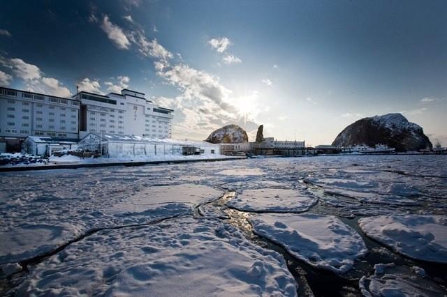 北こぶし外観と迫りくる流氷