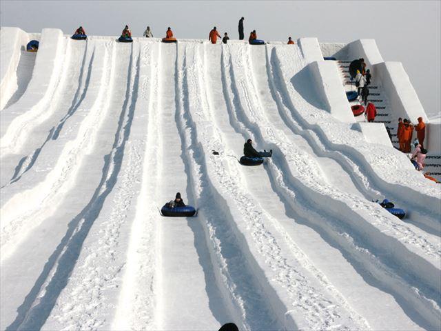 北海道 さっぽろ雪まつり 氷の滑り台