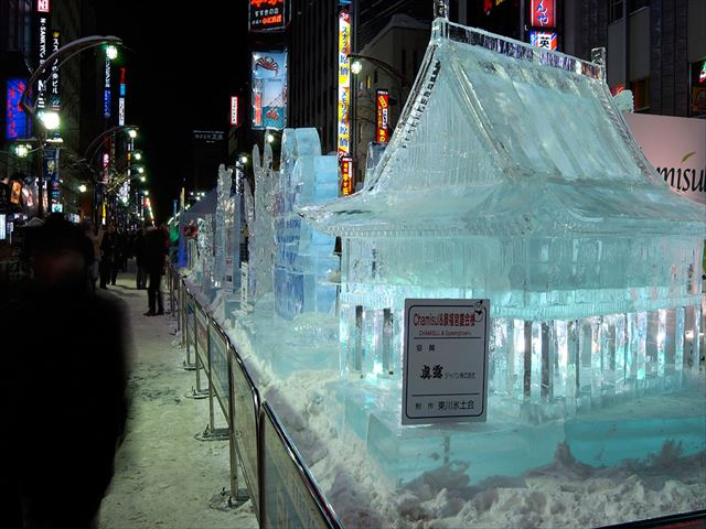 北海道 さっぽろ雪まつり 氷の社