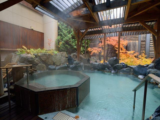 定山渓温泉 紅葉と露天風呂
