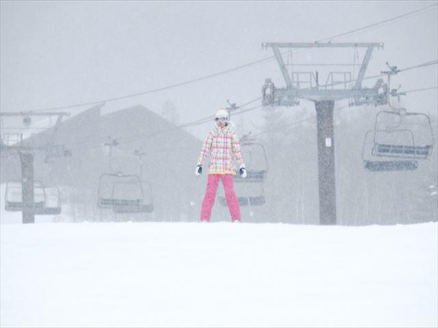 マウントレースイスキー場 女の子とゴンドラ
