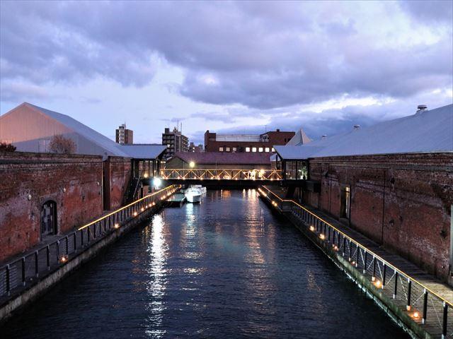 函館 金森赤レンガ倉庫 イルミネーションと川