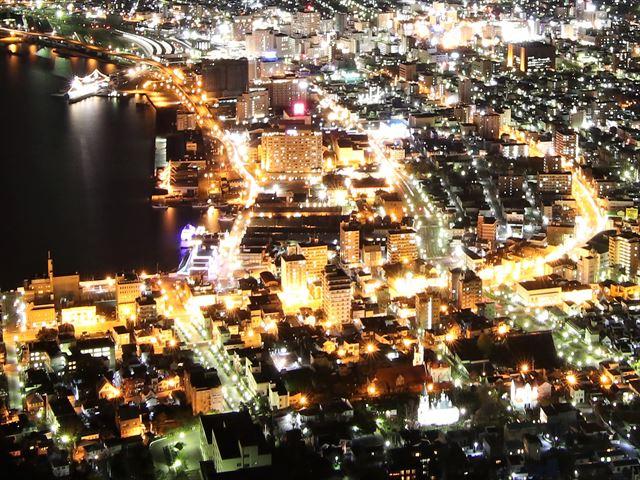 函館山 夜景 ライトアップされた教会