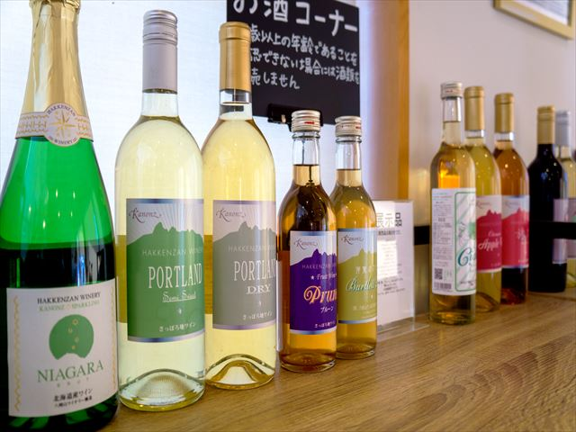 八剣山ワイナリー 個性豊かなワインが並ぶ