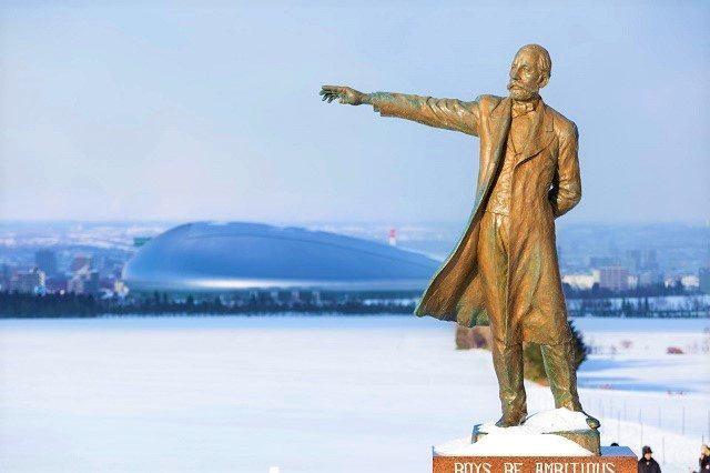 札幌 雪遊び 羊ヶ丘展望台のクラーク博士の銅像