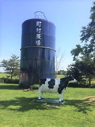 町村農場ミルクガーデン タンクと牛