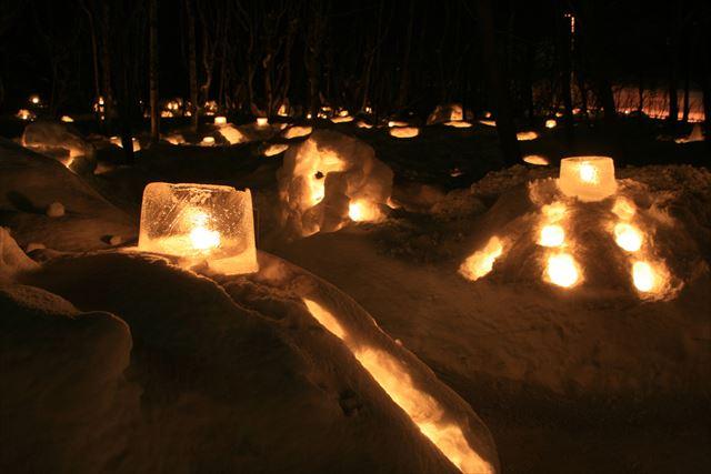 小樽観光 インスタ 小樽雪あかりの路 雪の中のライトアップ