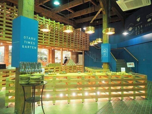 小樽観光 インスタ 小樽タイムズガーテン パンたいむ 広いスペースに並べられたパン