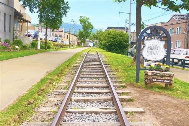 小樽観光 インスタ 真っ直ぐに続く旧国鉄手宮線
