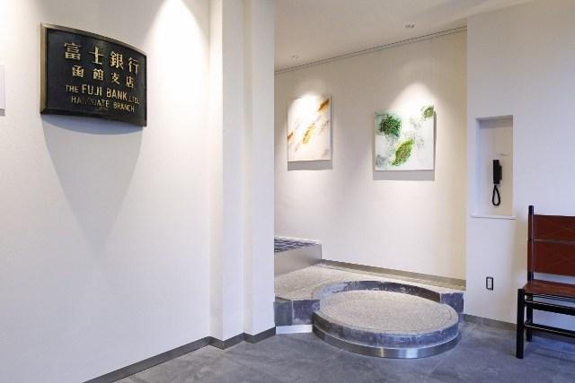 HakoBA 函館 元富士銀行だった面影残るインテリア