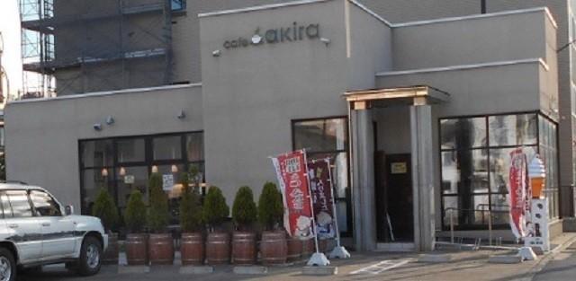 函館 カフェ カフェアキラ 店内に大きな焙煎機 ドリップコーヒー