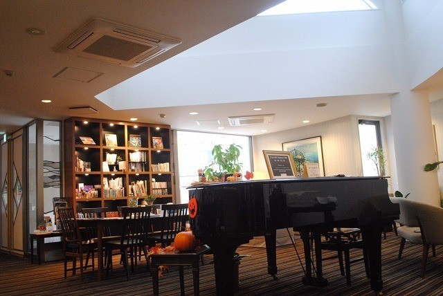 函館 ラグジュアリーホテル グランドピアノ ライブラリースペース
