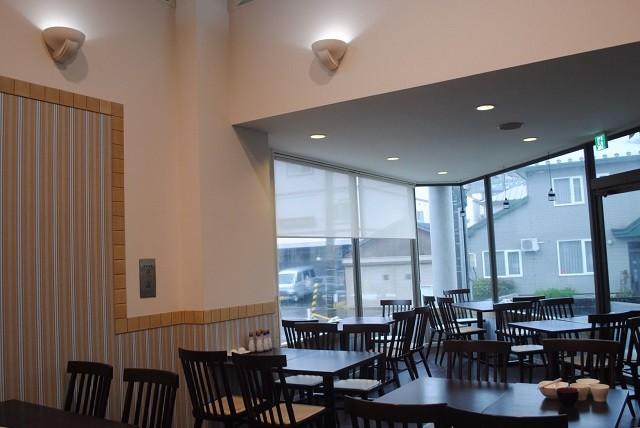 函館 ラグジュアリーホテル 高い天井と大きな窓 朝食会場