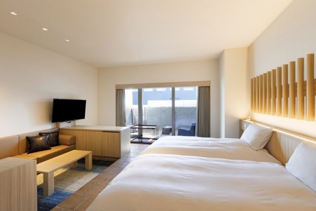 函館 センチュリーマリーナ ドックラバーズ 木を基調としたシンプルな客室 バルコニー付きのプライベート空間