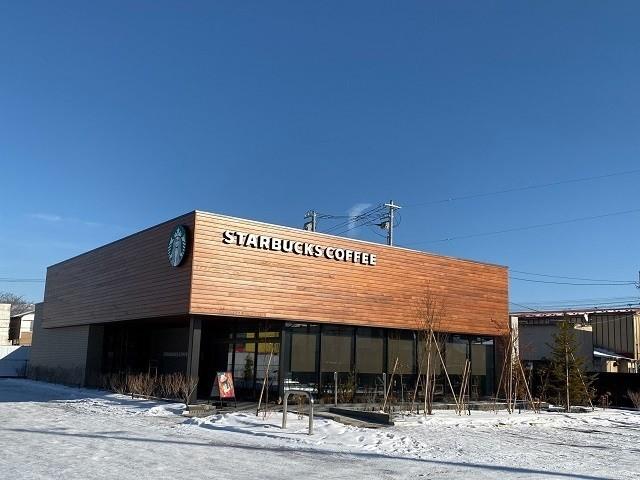 函館 スターバックス 函館五稜郭駅前店 木の壁で温かみを感じるカフェ