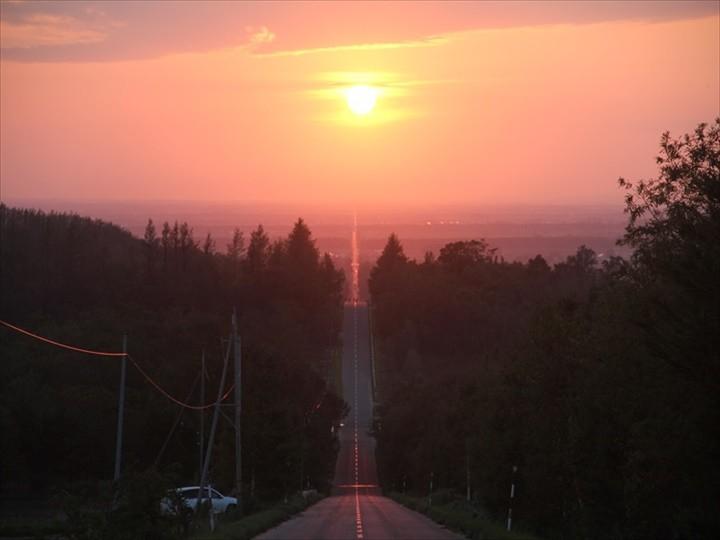 天に続く道 まるで天まで続くかのような、真っすぐ道の絶景スポット!